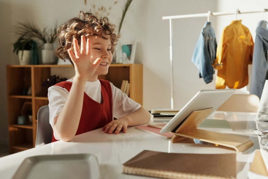 child using the computer
